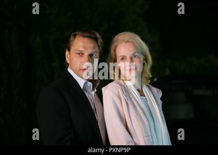 Die Wolke aka. The Cloud, Deutschland 2006 Regie: Gregor Schnitzler, Elmars Vater (RICHY MÜLLER) und seine Frau (EMANUELA VON FRANKENBERG). - Stock Photo
