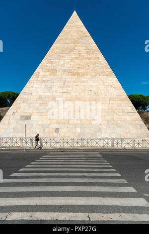 The 1st centuary Pyramid of Cestius, the tomb of Gaius Cestius, a Roman Magistrate.  In the Ostiense district, Rome, Italy. - Stock Photo