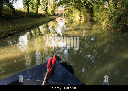 Isolated narrow boat moves along the Oxford Canal on a sunny autumn morning. Boat is south of Napton. UK - Stock Photo