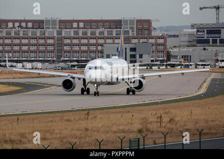 D-AIUG, Airbus A320-214 der Lufthansa am Flughafen Frankfurt am Main (FRA), 23.09.2018 - Stock Photo