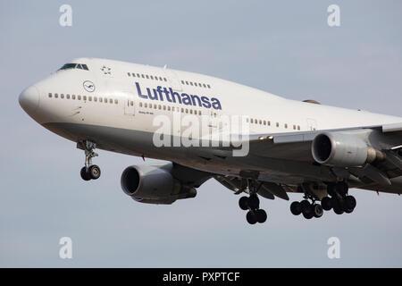 D-ABVX, Boeing 747-430 der Lufthansa am Flughafen Frankfurt am Main (FRA), 23.09.2018 - Stock Photo