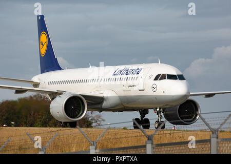 Airbus A 320neo der Lufthansa am Flughafen Frankfurt am Main (FRA), 23.09.2018 - Stock Photo