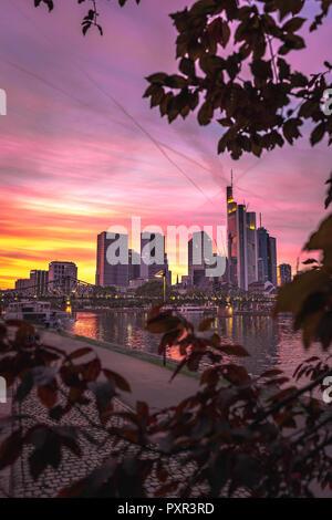 Frankfurt Skyline bei romantischer Abendstimmung - Stock Photo