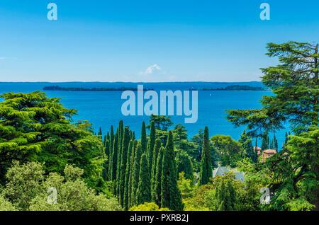 Italy, Lombardy, Gardone Riviera, Lake Garda, view to Isola del Garda - Stock Photo