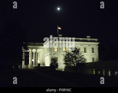 October 23, 2018 - Washington, District of Columbia, U.S. - Full Moon over the White House from the west driveway of the White House in Washington, DC on Tuesday, October 23, 2018  (Credit Image: © Ron Sachs/CNP via ZUMA Wire) - Stock Photo