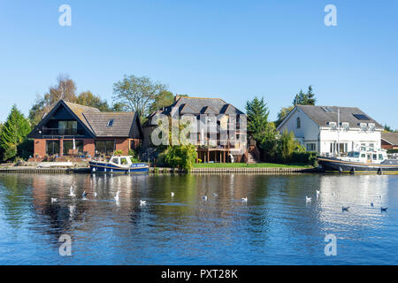 Riverside houses on bank of River Thames, Runnymede, Surrey, England, United Kingdom - Stock Photo