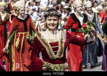 Mittelalterliche Spiele während der Landshuter Hochzeit in Landshut, Niederbayern, Bayern, Deutschland, Europa, Medieval games during the Landshut Wed - Stock Photo