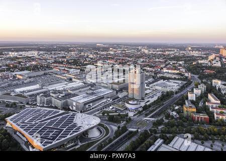 Blick auf die BMW-Welt und Hauptverwaltung BMW-Vierzylinder, München, Bayern, Deutschland, Europa (www.allover.cc/TPH) - Stock Photo