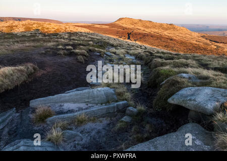 Grindslow Knoll rising up on the southern edge of Kinder Scout in September sunlight. Kinder Scout, Derbyshire, Peak District, England, UK. - Stock Photo