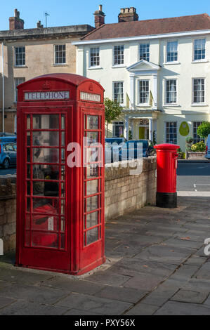 Red Telephone Box, Kiosk No. 6 together with red pillar box in St John's Street Devizes, Wiltshire, UK. - Stock Photo