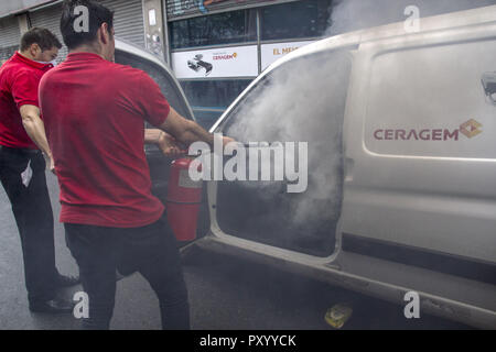 Buenos Aires, Federal Capital, Argentina. 24th Oct, 2018. Once again the vicinity of the Argentine National Congress became a battlefield. Dozens of hooded demonstrators and members of the Federal Police clashed in front of the palace, while the Bill of the Budget Act 2019 is being discussed inside. The vehicle of a private company was set on fire by the demonstrators. Credit: Roberto Almeida Aveledo/ZUMA Wire/Alamy Live News - Stock Photo