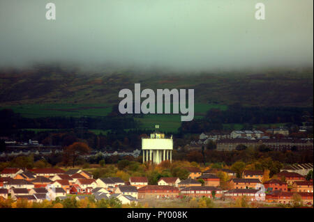 Glasgow, Scotland, UK, 25th October, 2018. UK Weather: Cloudy day wit rolling mist from the Kilpatrick hills into  Drumchapel housing scheme in the foreground and its landmark water tower. Credit: gerard ferry/Alamy Live News - Stock Photo