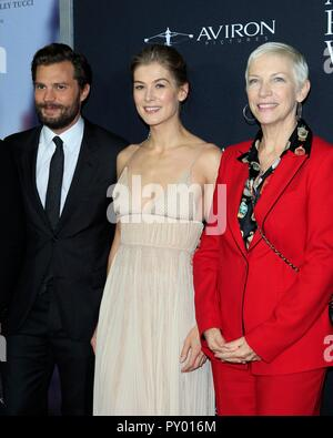 Los Angeles, CA, USA. 24th Oct, 2018. Jamie Dornan, Rosamund Pike, Annie Lennox at arrivals for A PRIVATE WAR Premiere, Samuel Goldwyn Theater, Los Angeles, CA October 24, 2018. Credit: Priscilla Grant/Everett Collection/Alamy Live News - Stock Photo