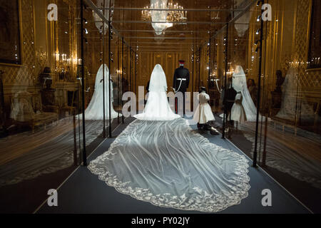 Windsor, UK. 25th October, 2018. IMAGE EMBARGOED FOR PUBLICATION UNTIL 00:01 BST, FRIDAY, 26 OCTOBER. The Duchess of Sussex's five-metre-long veil made from silk tulle and embroidered with the flora of the 53 countries of the Commonwealth will go on display at Windsor Castle from 26th October 2018 to 6th January 2019 as part of a special exhibition entitled 'A Royal Wedding: The Duke and Duchess of Sussex'. Credit: Mark Kerrison/Alamy Live News - Stock Photo