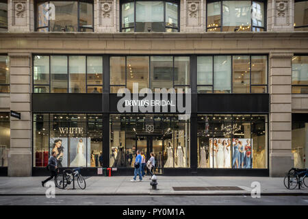 The David's Bridal store in it's new location in the Chelsea neighborhood of New York on Friday, October 19, 2018. David's Bridal recently missed a debt payment and a possible Chapter 11 bankruptcy is on the horizon. (© Richard B. Levine) - Stock Photo