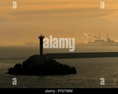 AJAXNETPHOTO. DUNKERQUE, FRANCE. - INDUSTRIAL COMPLEX - SEEN FROM HARBOUR ENTRANCE IN EARLY MRNING LIGHT.PHOTO:JONATHAN EASTLAND/AJAX REF:GX8_181909_322 - Stock Photo