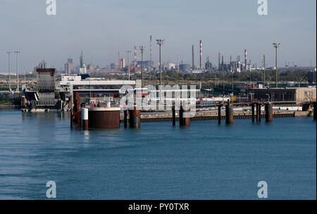 AJAXNETPHOTO. 2018. DUNKERQUE, FRANCE. - FERRY TERMINAL - INFRASTRUCTURE AND REFINERY INDUSTRIAL COMPLEX. PHOTO:JONATHAN EASTLAND/AJAX REF:GX8_182009_868 - Stock Photo