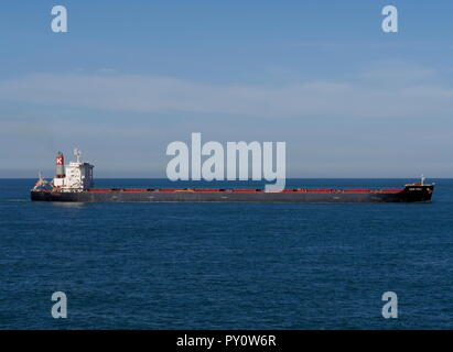 AJAXNETPHOTO. 2018. ENGLISH CHANNEL. - UP CHANNEL - THE BULK CARRIER CAPE PRIDE MAKING SLOW PROGRESS UP CHANNEL OFF THE FRENCH COAST. PHOTO:JONATHAN EASTLAND/AJAX REF:GX8_182009_890 - Stock Photo