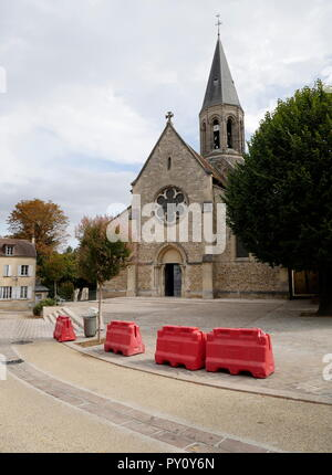 AJAXNETPHOTO. 2018. LOUVECIENNES, FRANCE. - CHURCH - EGLISE SAINT-MARTIN - IN THE CENTRE OF THE VILLAGE.