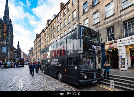 Tourist ghost tour bus parked on the Royal Mile in Edinburgh Old Town, Scotland, UK. - Stock Photo
