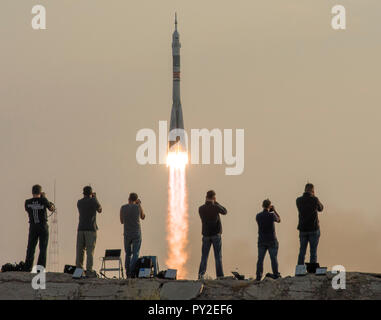 The Soyuz MS-01 spacecraft launches from the Baikonur Cosmodrome with Expedition 48-49 crewmembers Kate Rubins of NASA, Anatoly Ivanishin of Roscosmos - Stock Photo