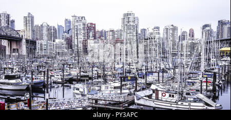 Vancouver, Bootshafen mit Skyline, Kanada - Stock Photo