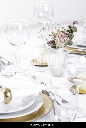 Festlich gedeckte Tafel - Stock Photo