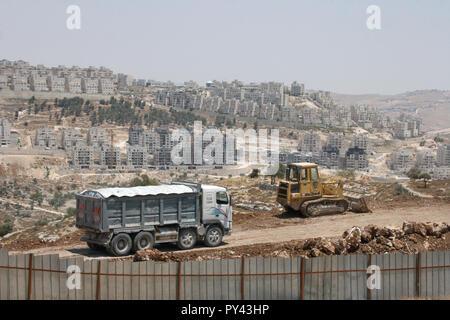 MA'ALE ADUMIM, JERUSALEM, PALESTINE, WEST BANK - JULI 11, 2004: Building colonist settlements were jewish Religious-National Settlers live. - Stock Photo
