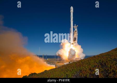 SpaceX, Iridium-1 Launch.jpg - PY4YH5 - Stock Photo