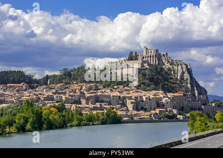 Citadel of the city Sisteron on the banks of the River Durance, Provence-Alpes-Côte d'Azur, Alpes-de-Haute-Provence, France - Stock Photo