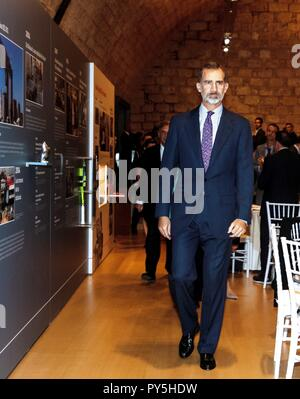 Palma De Mallorca, Spain. 25th Oct, 2018. Spain's King Felipe VI attends the exhibition for the 125th anniversary of Spanish journal 'Ultima Hora' in Palma de Mallorca, Balearic Islands, Spain, 25 October 2018. Credit: Cati Cladera **POOL**/EFE/Alamy Live News - Stock Photo