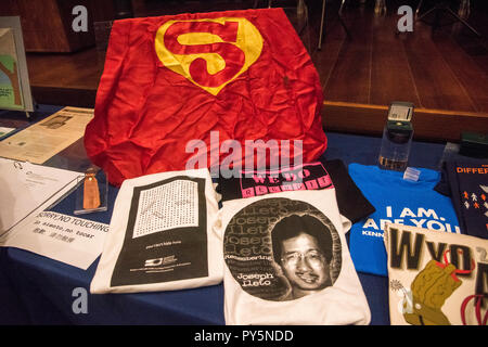 Washington DC, USA. October 25 ,2018:  Dennis and Judy Shepard donate personal papers and objects from their son, Matthew Shepard, a young gay college student who was murdered 20 years ago in October in Wyoming to the Smithsonian National  Museum of American History in Washington, DC, Credit: Patsy Lynch/Alamy Live News - Stock Photo