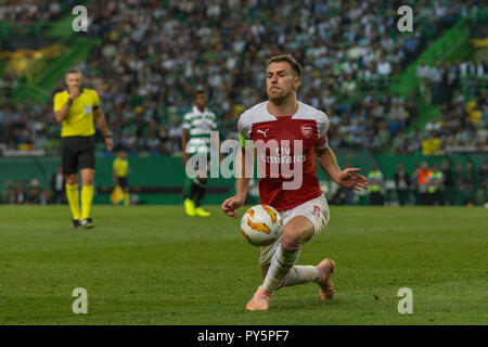 Lisbon, Portugal. October 25, 2018. Lisbon, Portugal. Arsenal's midfielder from Wales Aaron Ramsey (8) in action during the game of the UEFA Europa League, Group E, Sporting CP vs Arsenal FC Credit: Alexandre Sousa/Alamy Live News - Stock Photo