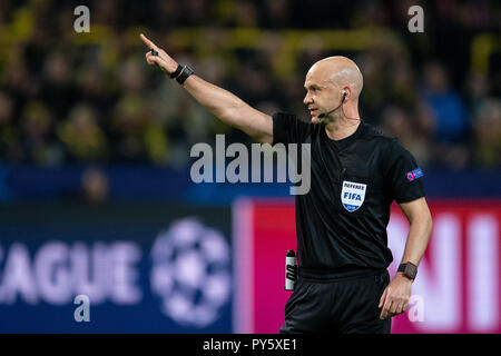 Dortmund, Germany. 24th Oct, 2018. Soccer: Champions League, Borussia Dortmund - Atletico Madrid, Group stage, Group A, 3rd matchday at Signal Iduna Park. Referee Anthony Taylor. Credit: Marius Becker/dpa/Alamy Live News - Stock Photo