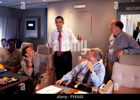 President Barack Obama talks with the Congressional delegation aboard Air Force One April 19, 2009, during the  flight from Port of Spain, Trinidad to Andrews AFB ,following the Summit of the Americas. Participants include: Rep. Nydia Velazquez,  Sen. Max Baucus. and Rep. Sam Farr, right. Official White House photo by Pete Souza - Stock Photo