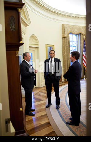 President Barack Obama talks with NEC Director Larry Summers and Treasury Secretary Timothy Geithner following a meeting in the Oval Office 3/23/09.   Official White House Photo by Pete Souza - Stock Photo