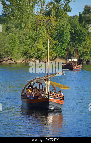 A traditional flat bottomed Scow, known locally as a Gabarre on the River Dordogne, France. Used for transporting tourists on the shallow river - Stock Photo