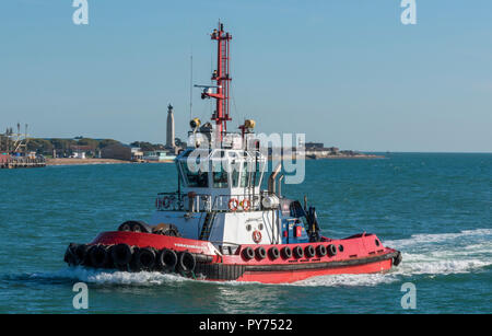 the tug boat 'yorkshireman' entering portsmouth harbour passing southsea and the war memorial on portsmouth harbour and southsea seafront. - Stock Photo