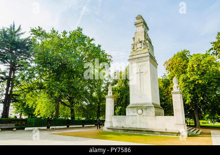 The Southampton Cenotaph is a stone memorial at Watts Park in Southampton, England, originally dedicated to the casualties of the First World War. Sou - Stock Photo