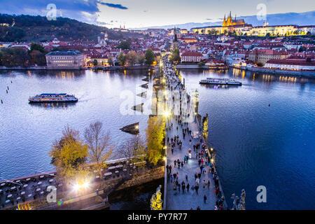 Karluv most, Prazský hrad a Mala Strana, Praha (UNESCO), Ceska republika / Charles bridge on Moldau river, Lesser town (UNESCO), Prague castle, Prague - Stock Photo