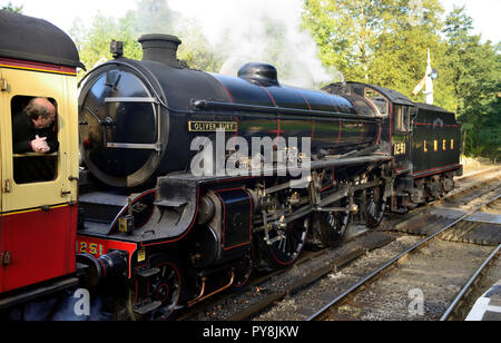 LNER Class B1 No 1264 leaving Goathland station with the 0900 Pickering to Grosmont, temporarily disguised as former classmate No 1251 'Oliver Bury'. - Stock Photo