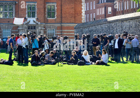 Media photographers and TV crews waiting for a press conference on College Green, Westminster, London, England, UK. - Stock Photo