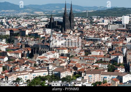 Clermont-Ferrand (central France): overview of the city. In the middle, Clermont-Ferrand Cathedral (French: Cathedrale Notre-Dame-de-l'Assomption de C - Stock Photo