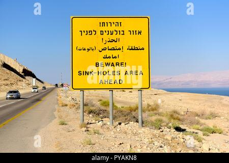 A traffic sign with a warning of sink holes near the shore of the Dead see at the Negev desert near En Gedi (Israel), 27 September 2018. | usage worldwide