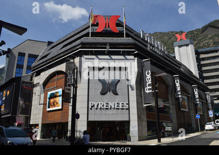 Andorra La Vella, Andorra. 18th Sep, 2018. Andorra la Vella, capital of the Andorra in the Pyrenees - view of a shopping center, taken on 18.09.2018 | usage worldwide Credit: dpa/Alamy Live News - Stock Photo