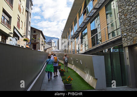 Andorra La Vella, Andorra. 18th Sep, 2018. Andorra la Vella, capital of the Andorra, located in the Pyrenees, pedestrian area, added on 18.09.2018 | usage worldwide Credit: dpa/Alamy Live News - Stock Photo