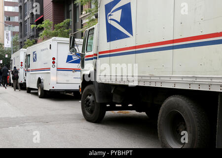 New York, NY, USA. 26th. Oct, 2018. A US postal facility on West 56th. Street has reopened following the discovery of a twelfth (12) pipe bomb package at a sorting facility in New York City on 26th. October 2018. The facility located on the west-side in a mixed business-residential neighborhood was closed from early morning. © 2018 G. Ronald Lopez/DigiPixsAgain.us/Alamy Live News - Stock Photo
