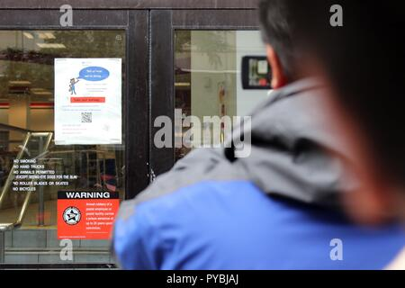 New York City, New York, USA. 26th Oct, 2018. A US postal facility on West 56th. Street has reopened following the discovery of a twelfth (12) pipe bomb package at a sorting facility in New York City on 26th. October 2018. The facility located on the west-side in a mixed business-residential neighborhood was closed from early morning. Credit: G. Ronald Lopez/ZUMA Wire/Alamy Live News - Stock Photo