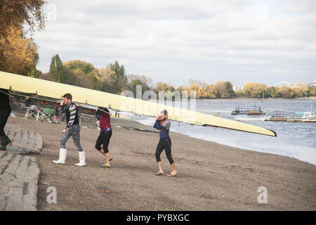 London UK. 27th October 2018.  Rowers take to the River Thames in Putney on a sunny and day in London as  cold air from the Arctic is set to bring frosty conditions across the UK this weekend Credit: amer ghazzal/Alamy Live News - Stock Photo