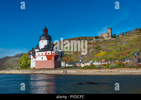 Burg Pfalzgrafenstein castle on island in Rhine with Burg Gutenfels in background - Stock Photo